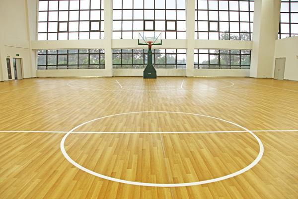 篮球场地板
