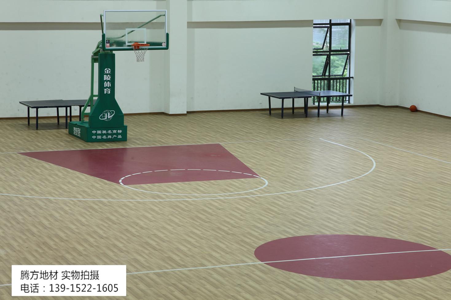室内篮球场选择低碳环保篮球场pvc运动地板