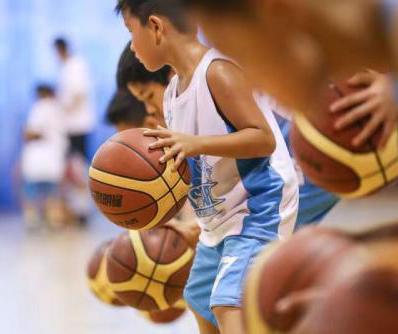 腾方篮球场地胶助力让青少年篮球场训练营更专业
