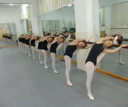 为什么说舞蹈地胶脚感很重要?