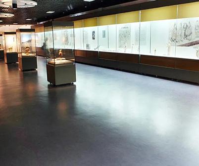 男孩,女孩,来看看这里的博物馆塑胶地板~