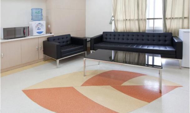 夏天PVC地板这么保养,才能更长寿!