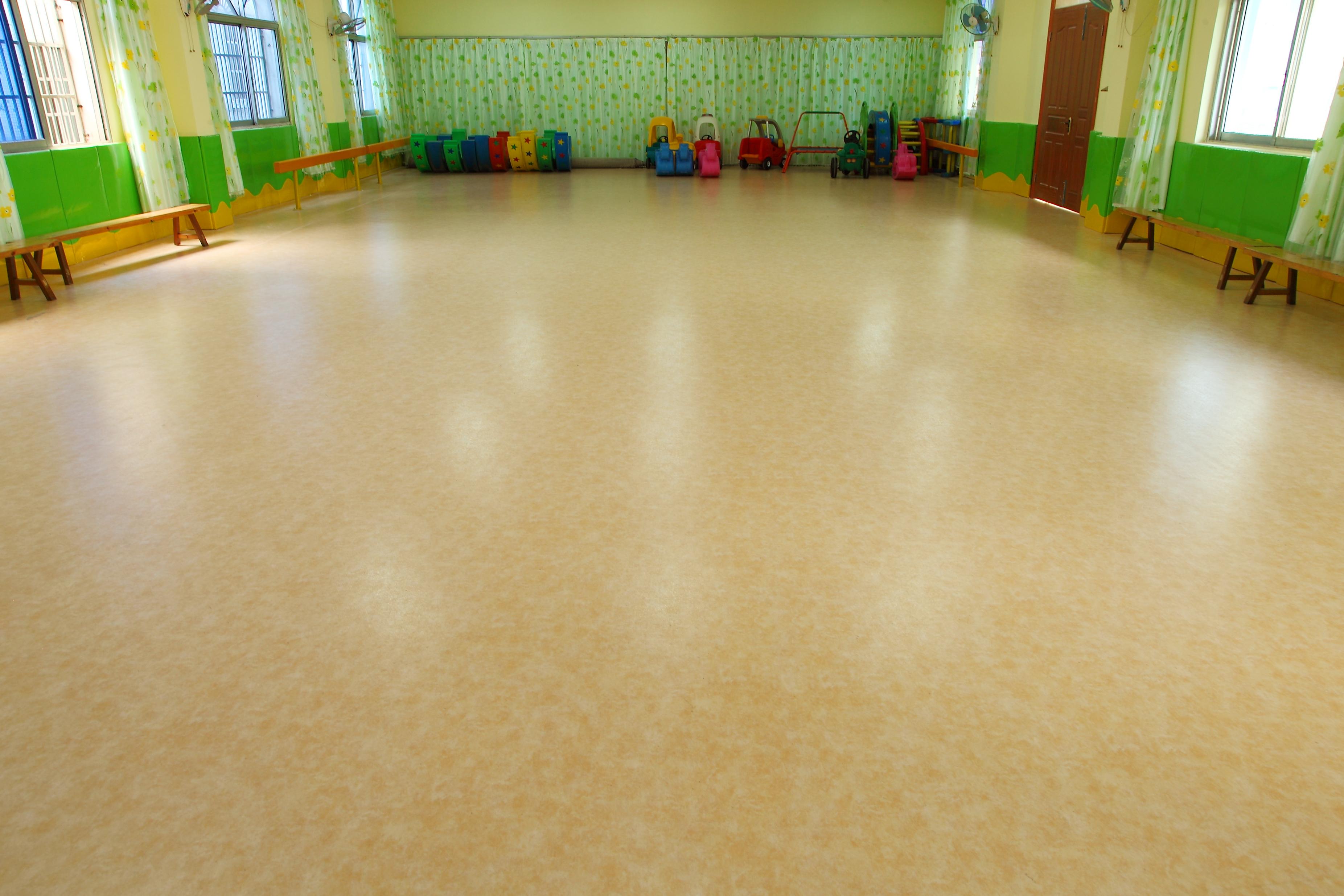 工程商在选购PVC塑胶地板时应该注意些什么【腾方PVC地板】