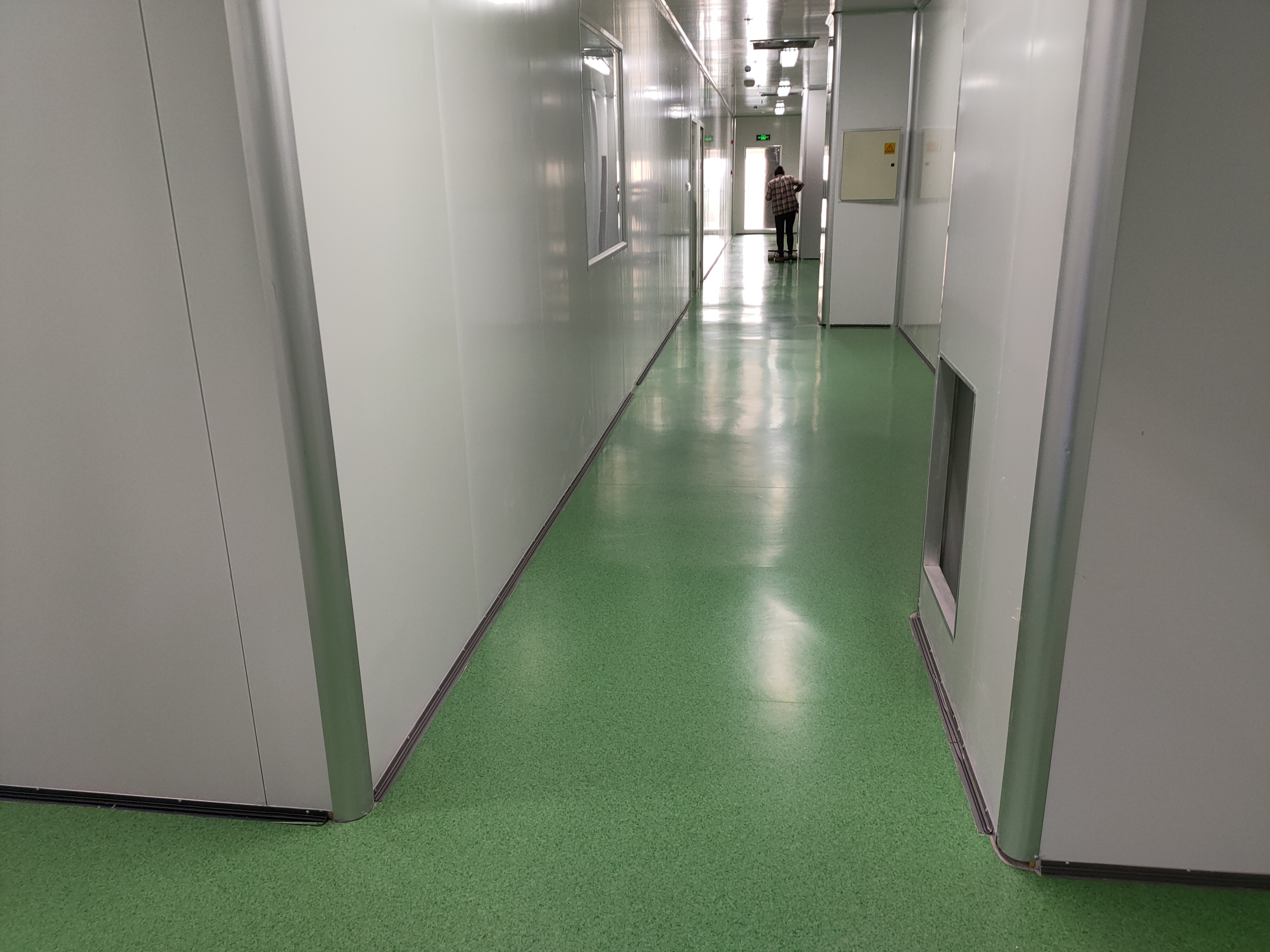PVC地板铺设时出现不平该如何解决【腾方PVC地板】