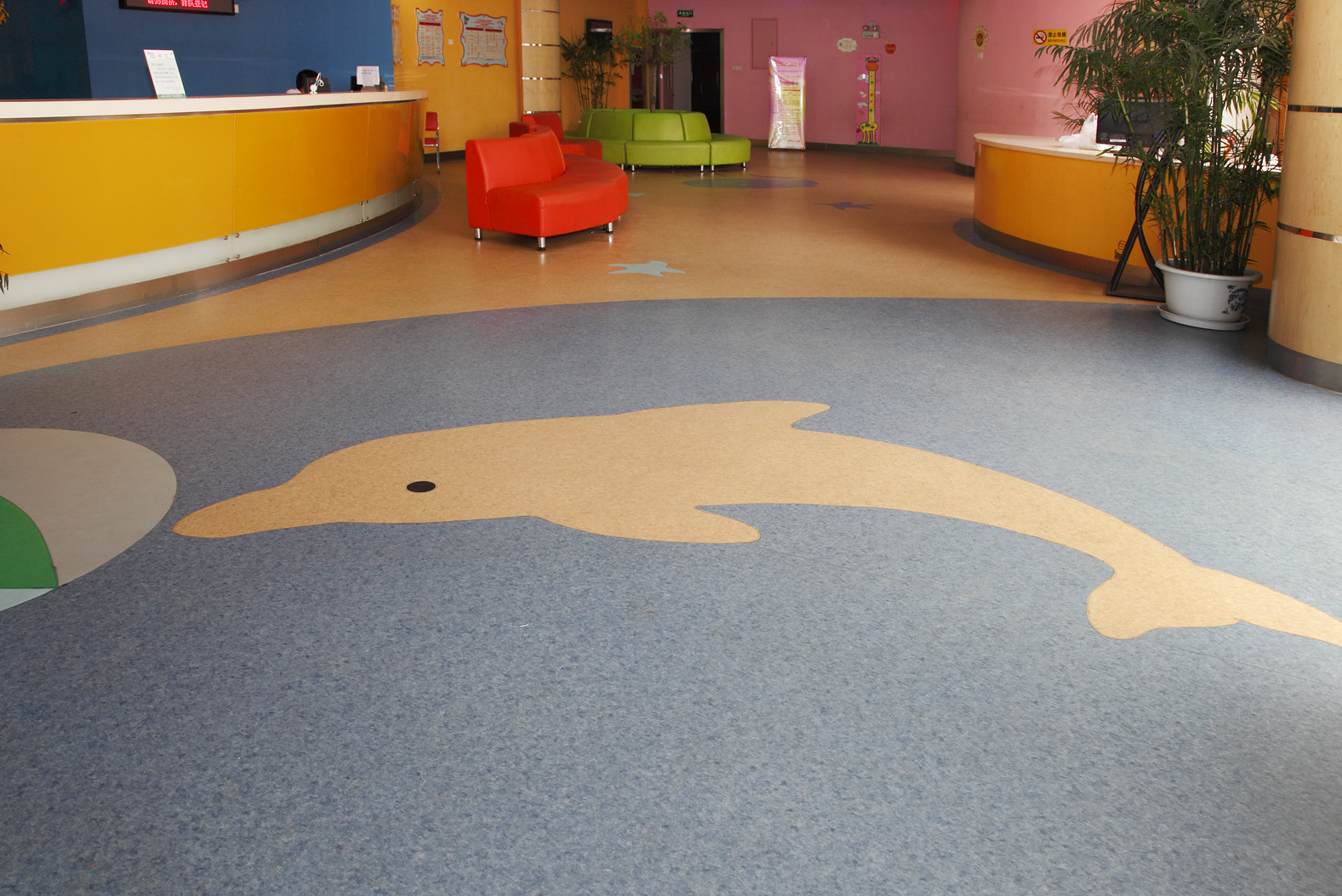石塑地板与亚麻地板究竟有何区别?【腾方PVC地板】