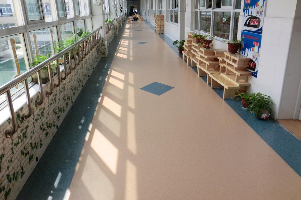 幼儿园地胶受到幼教系统偏爱的主要优点【腾方PVC地板】