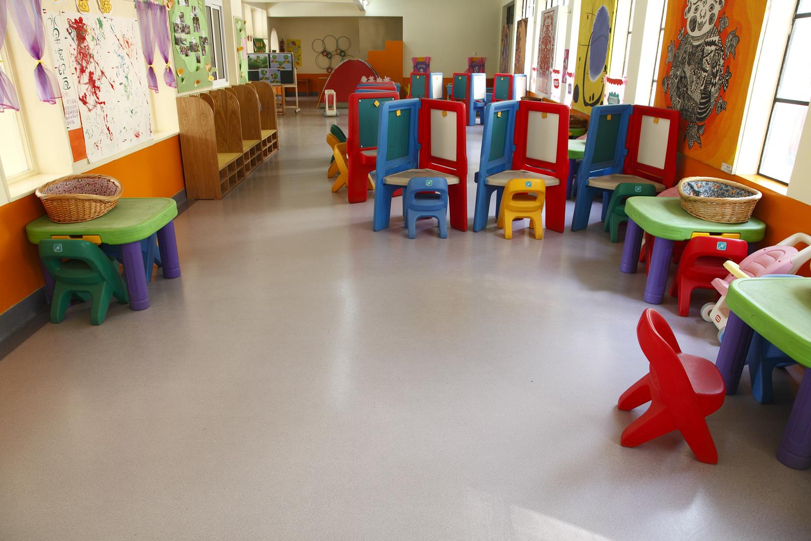 如何正确处理幼儿园PVC地板泡水的方式【腾方PVC地板】