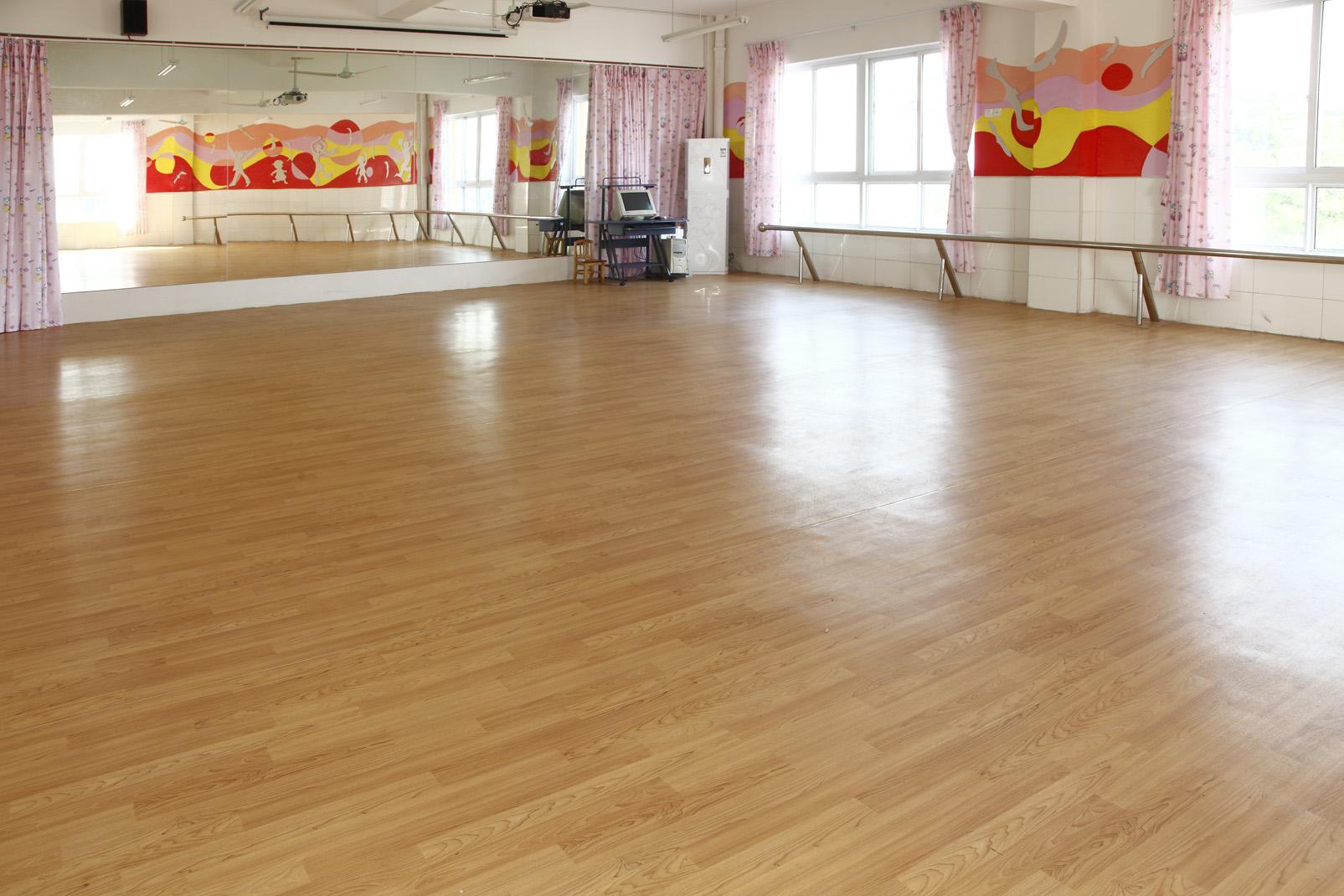 日常生活中PVC地板如何清洗保养?【腾方PVC地板】