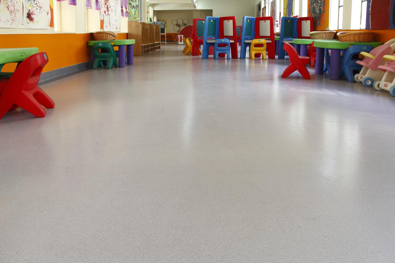 幼儿园塑胶地板的种类和特点【腾方PVC地板】
