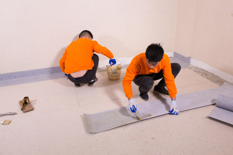 自流平施工前地面开裂应该如何处理【腾方PVC地板】