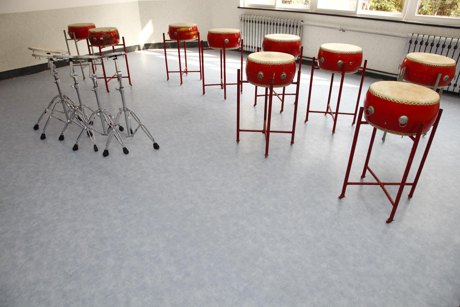 大学教室地面装饰材料选择【腾方PVC地板】
