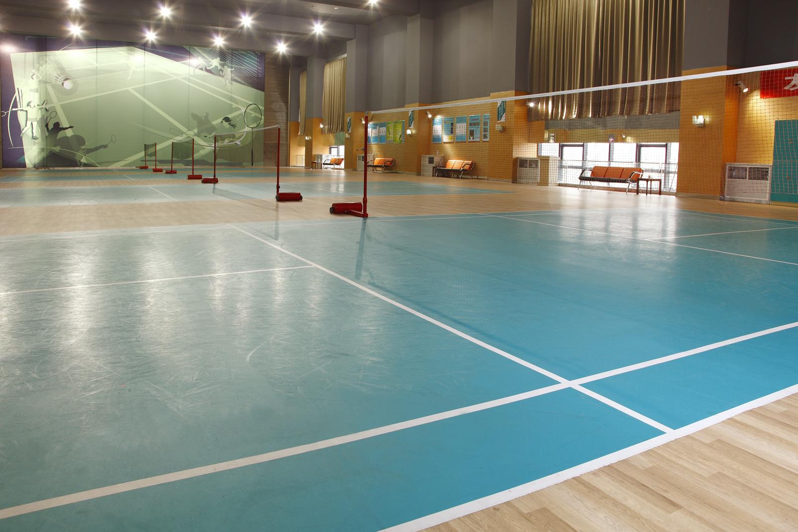 羽毛球场馆地面该选木地板还是塑胶地板?【腾方PVC地板】